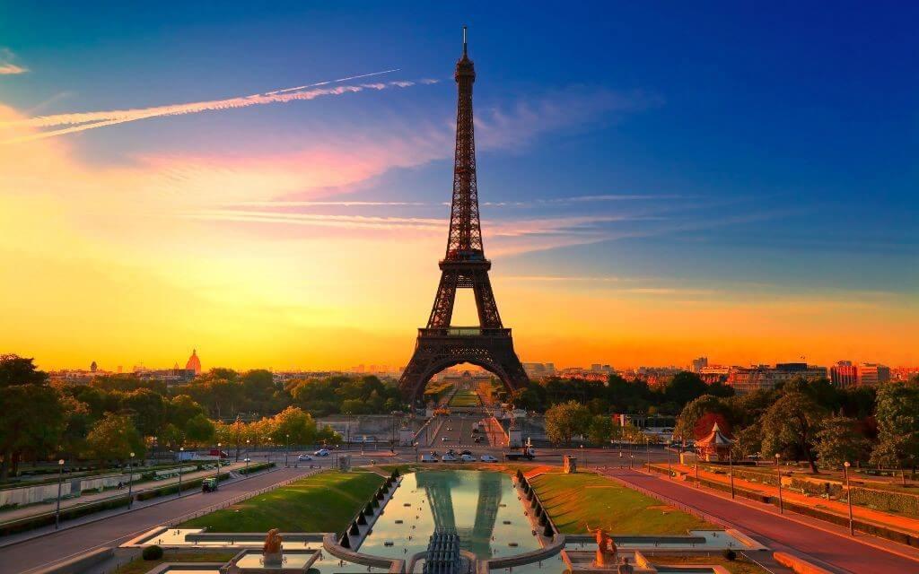 Эйфелевая башня Париж Апрель